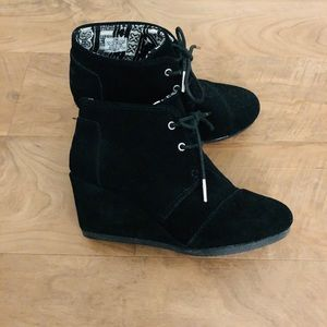 Toms wedge booties size 6